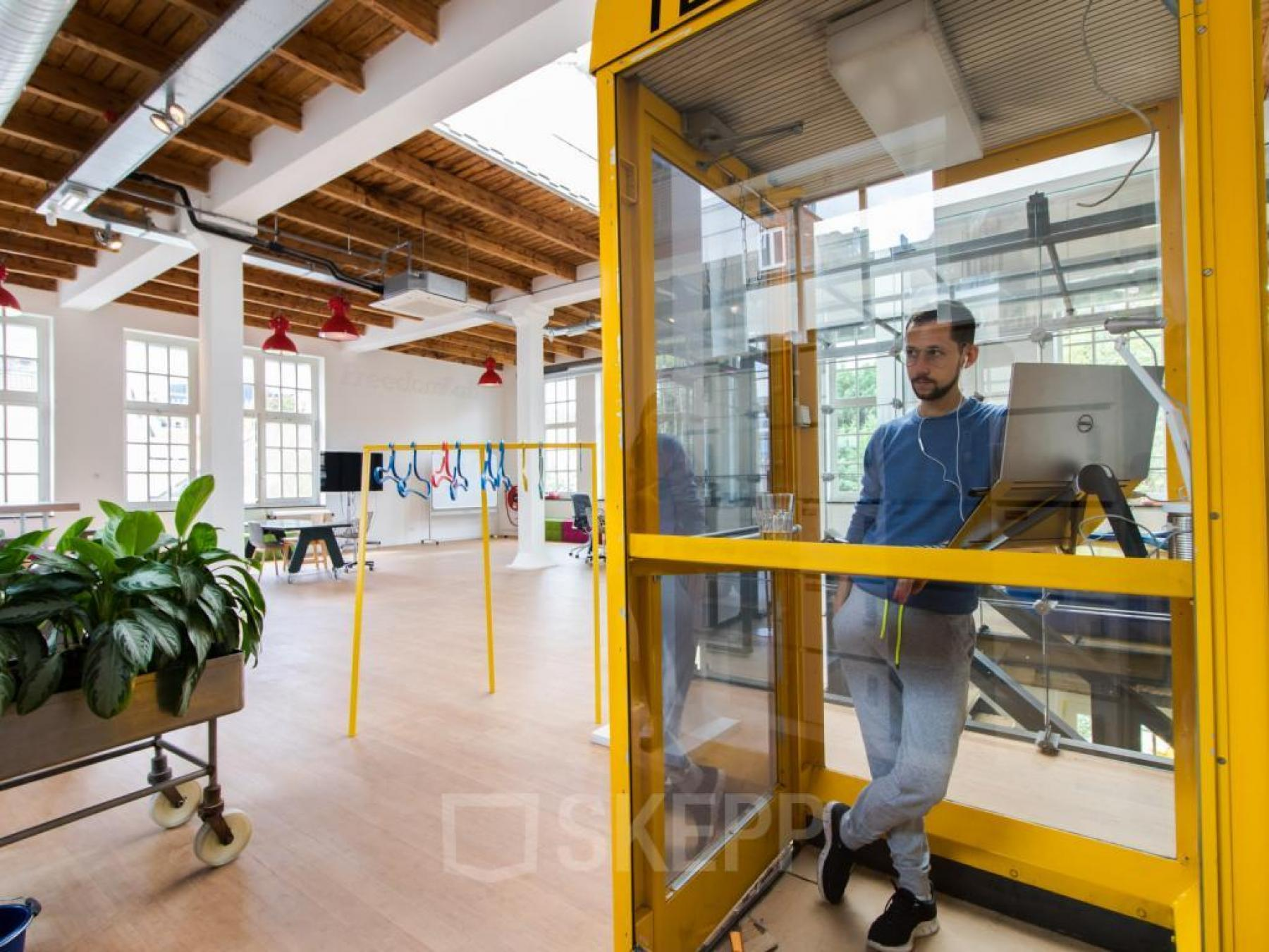 freelance werkplek huren kantoorinrichting bureaustoel2 2