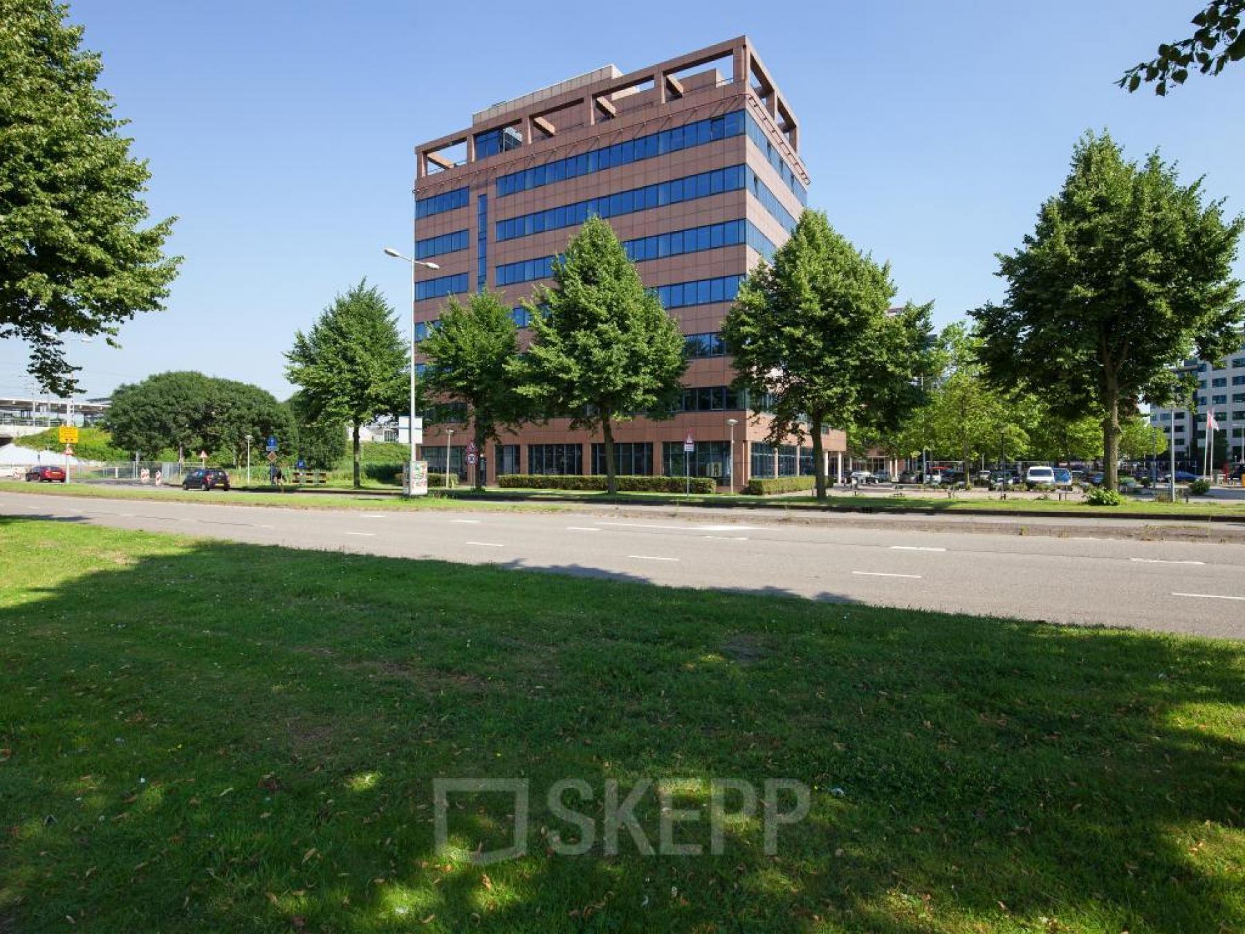 kantoorpand karspeldreef amsterdam zuidoost buitenzijde pand