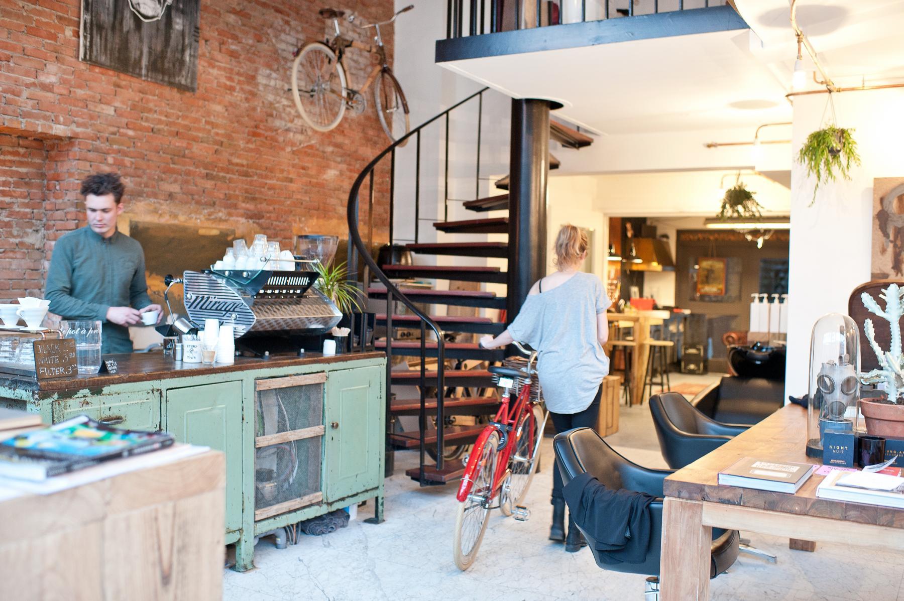 barista kapper fietsenmaker begane grond kantoorgebouw amsterdam centrum overtoom kantoorruimte huren