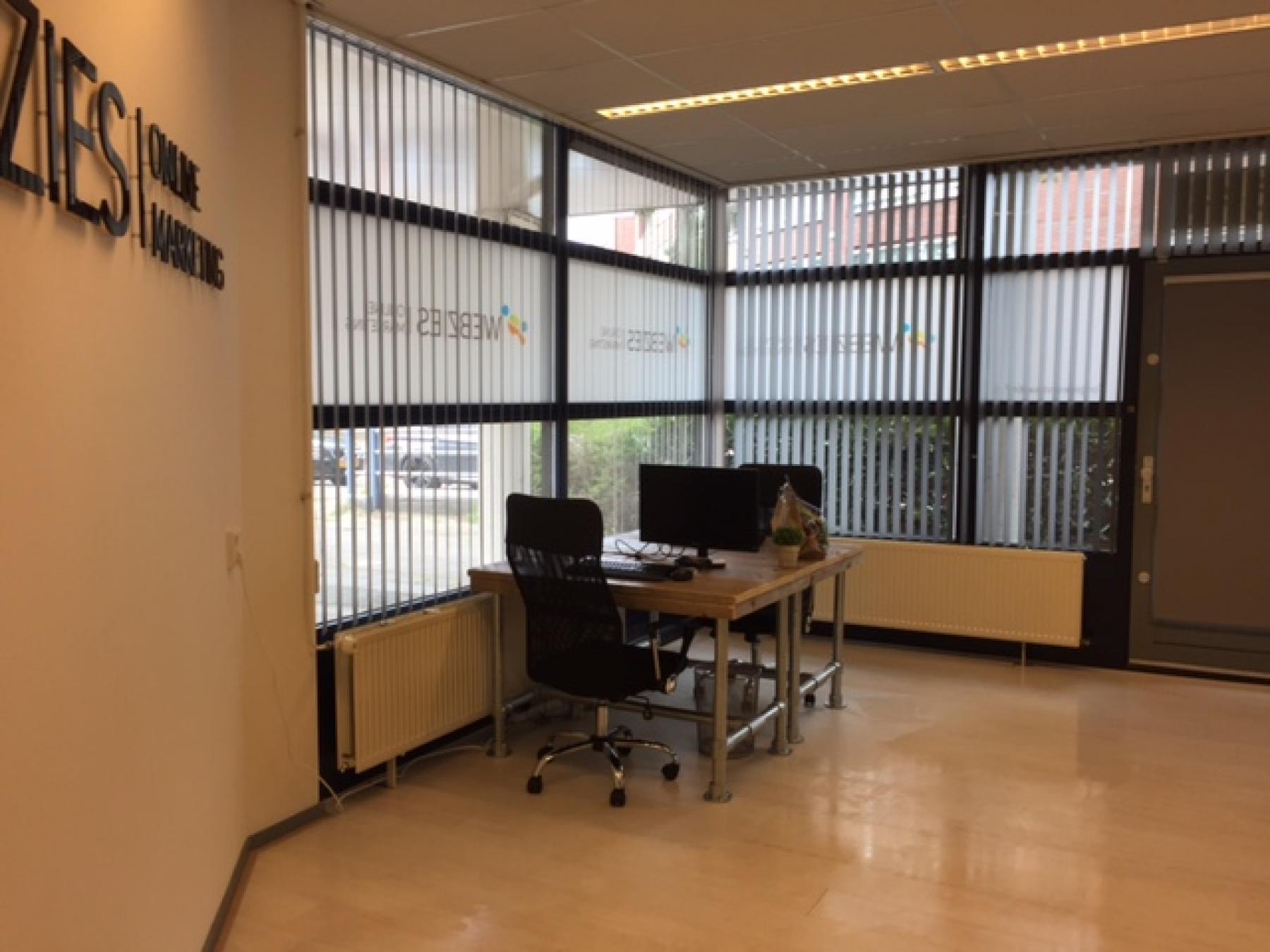 kantoorruimte webzies eindhoven gemeubileerd bedrijfsnaam muur