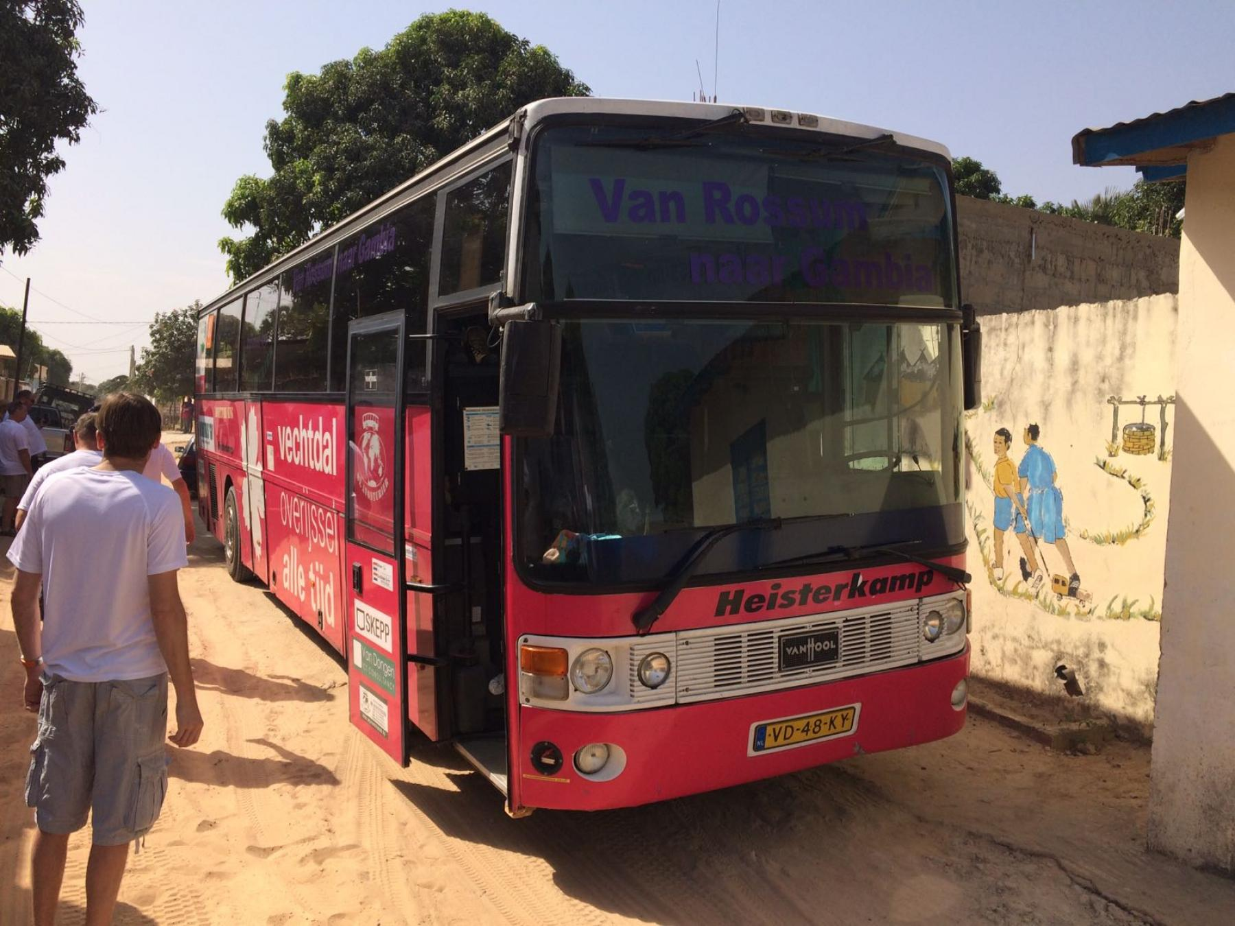 gambia schoolbus vanuit rossum skepp