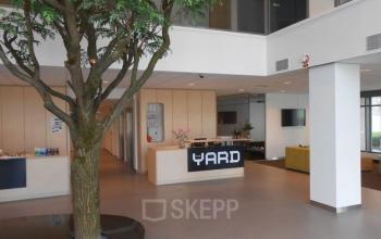 entree kantoorpand amsterdam zuidoost receptiebalie begane grond lounge boom ontvangst