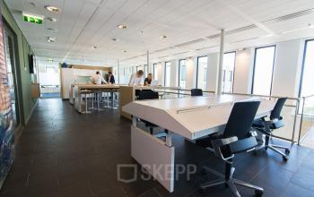 Different flexdesks throughout the office spaces available