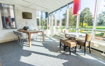 Goed belicht kantoorpand Alkmaar