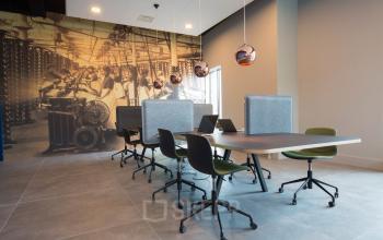 algemene gemeenschappelijke ruimte kantoorpand almelo stationsstraat tafel stoelen lampen