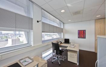 kantoorruimte bureau bureaustoel kantoor almere