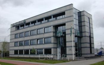 uitstraling buitenzijde kantoorpand in almere aan de luidsprekerstraat, kantoorruimte te huur