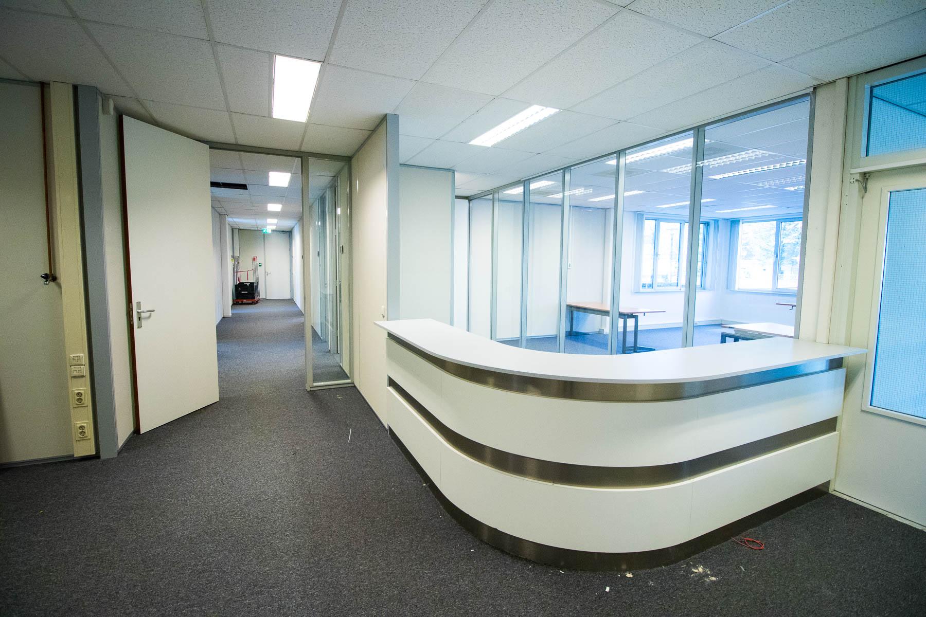 Receptie met kantoor ruimte