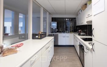 Ruime keuken kantine Amsterdam kantoorruimte kantoorpand