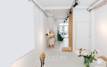 office space in amsterdam with lots of working desks