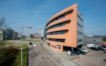 parkeerplaats bij kantoorpand in Amsterdam