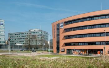 vanaf buiten genomen foto van kantoorgebouw in Amsterdam