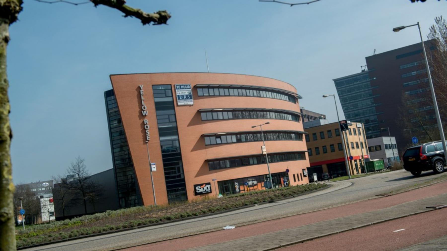 vooraanzicht kantoorpand aan de joop gesinkweg in Amsterdam