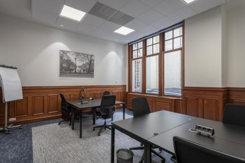 ingerichte kantoorruimte historisch pand aan de grachten in Amsterdam