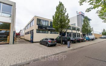 Het kantoorpand aan de basisweg in Amsterdam