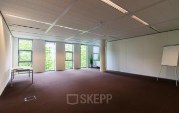 Light and spacious office rooms for rent