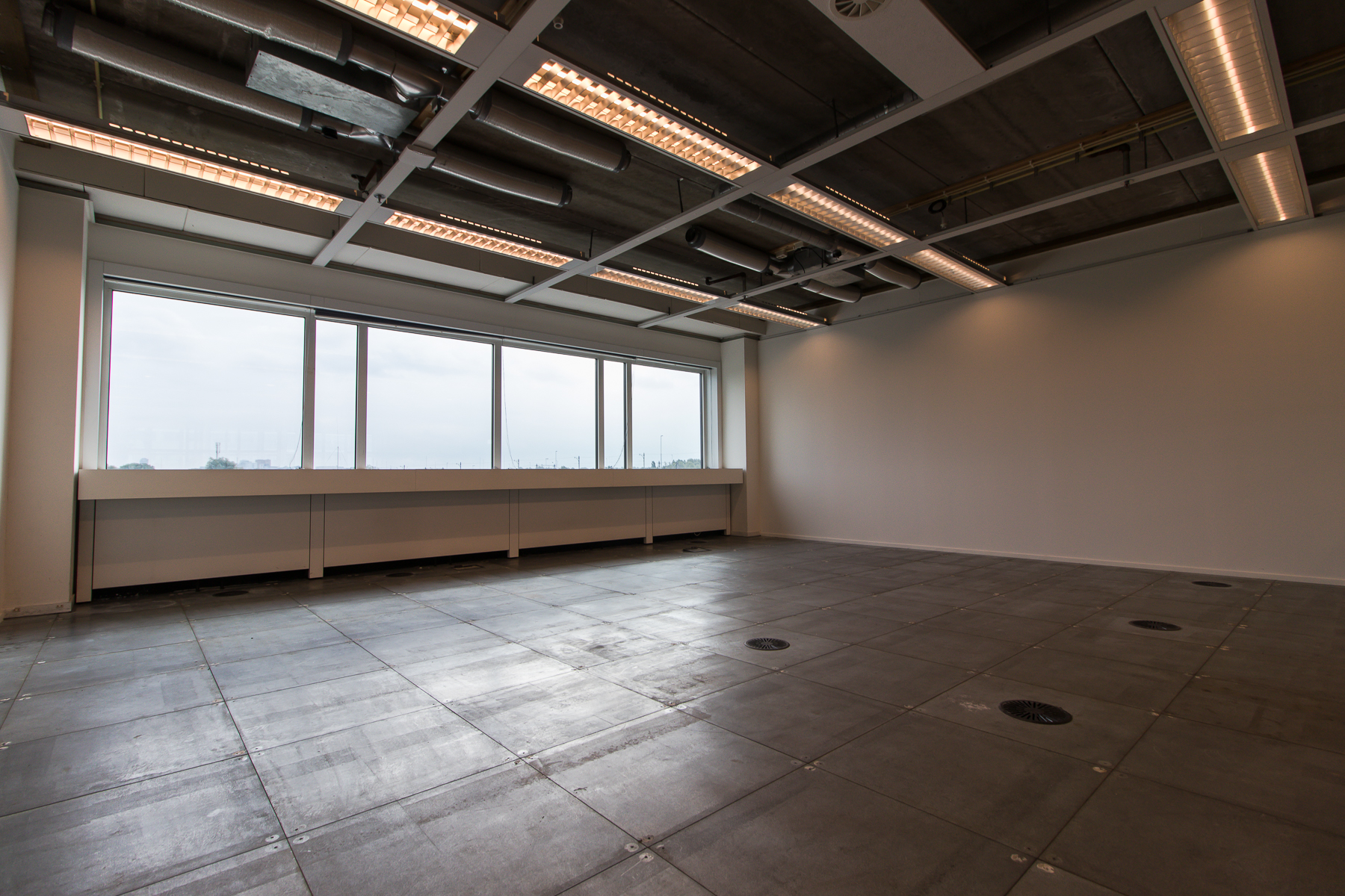 Office spaces with different sizes for rent