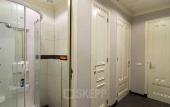 shower and toilets office building amsterdam