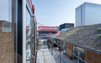 Containerpark vol start-up bedrijven kantoorruimtes flexplekken werkplekken Amsterdam