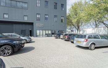 Voorkant ingang kantoorpand kantoorgebouw Amsterdam