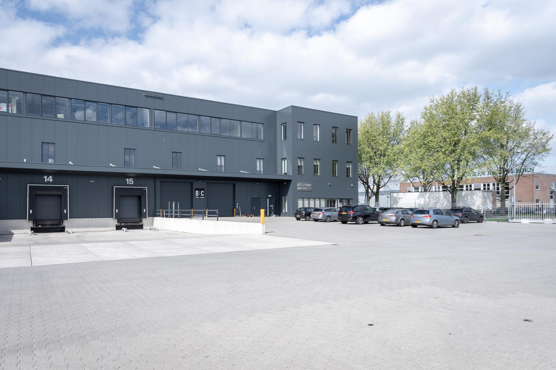 Groot kantoorpand Amsterdam Slego 1