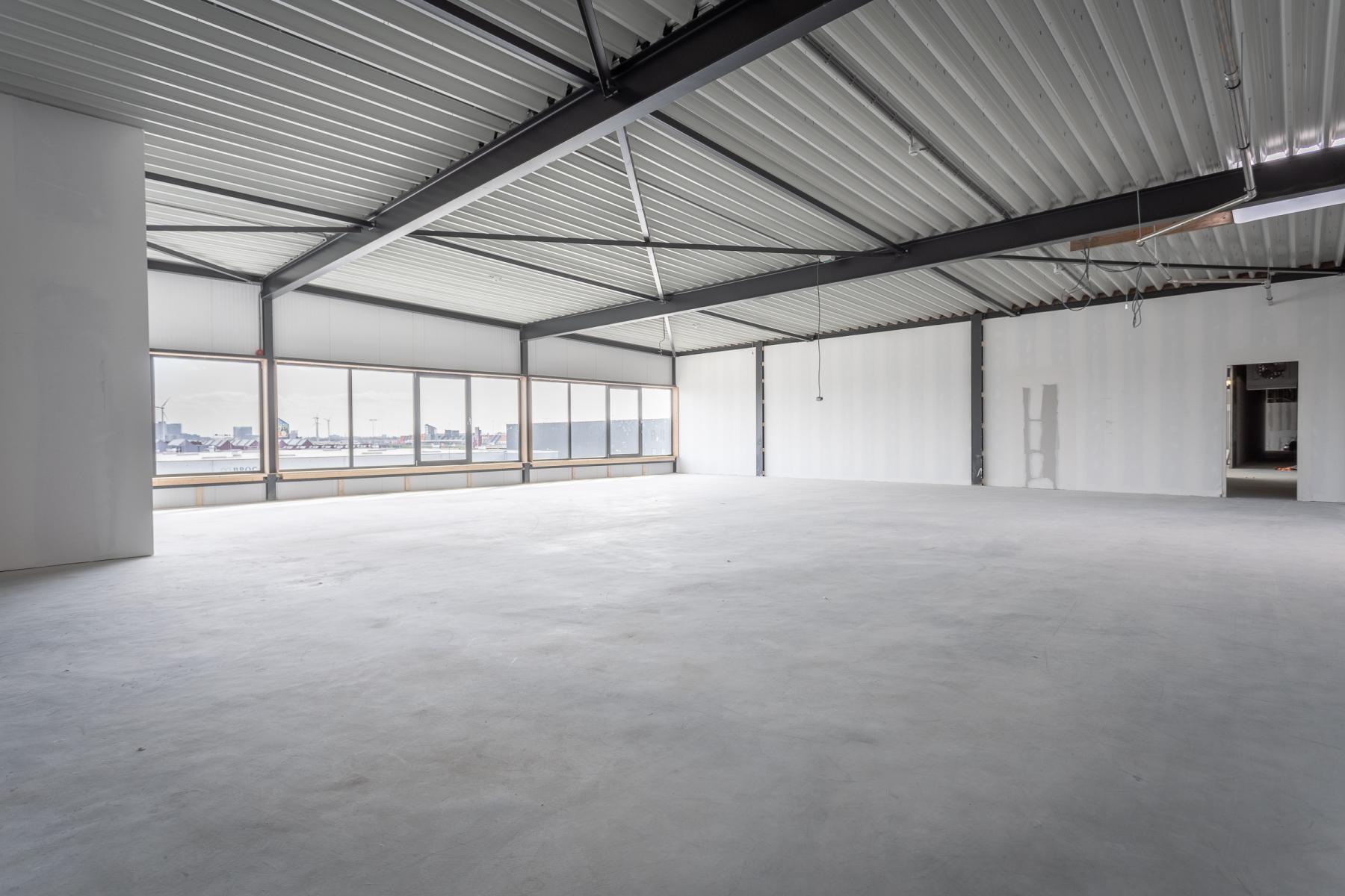Grote kantoorruimte zelf in te richten Amsterdam
