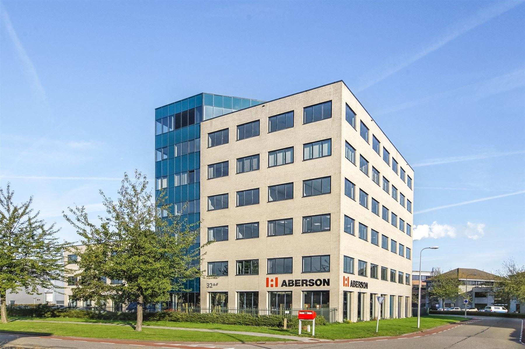 Voorzijde van het kantoorpand in Amsterdam