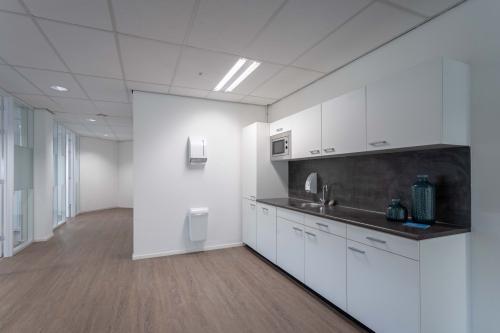 keukenblok Amsterdam hogehilweg kantoorruimte nieuwbouw netjes mooi afgewerkt