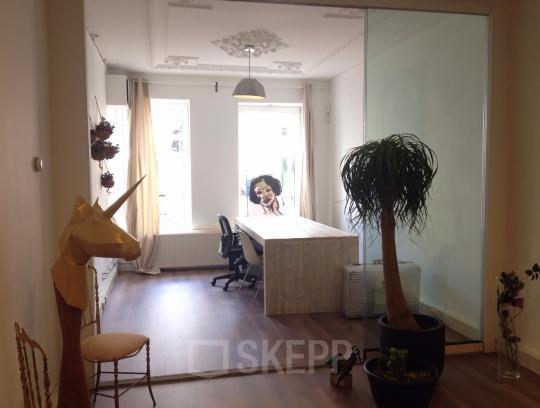 working place for rent in nice office building Amsterdam