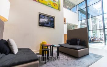 Een relax ruimte in het kantoorgebouw