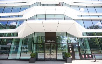 vooraanzicht entree kantoorgebouw zuidas Amsterdam Parnassusweg