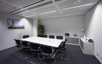 vergaderzaal amsterdam zuidas wtc tafel stoelen kasten vloerbedekking
