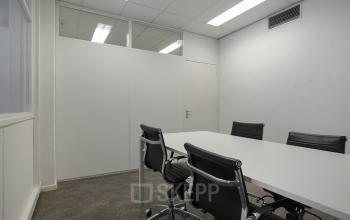 vergaderruimte werkplek Amsterdam Singel meubilair lampen kantoorkamer