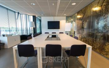 Modern conference rooms for tenants available
