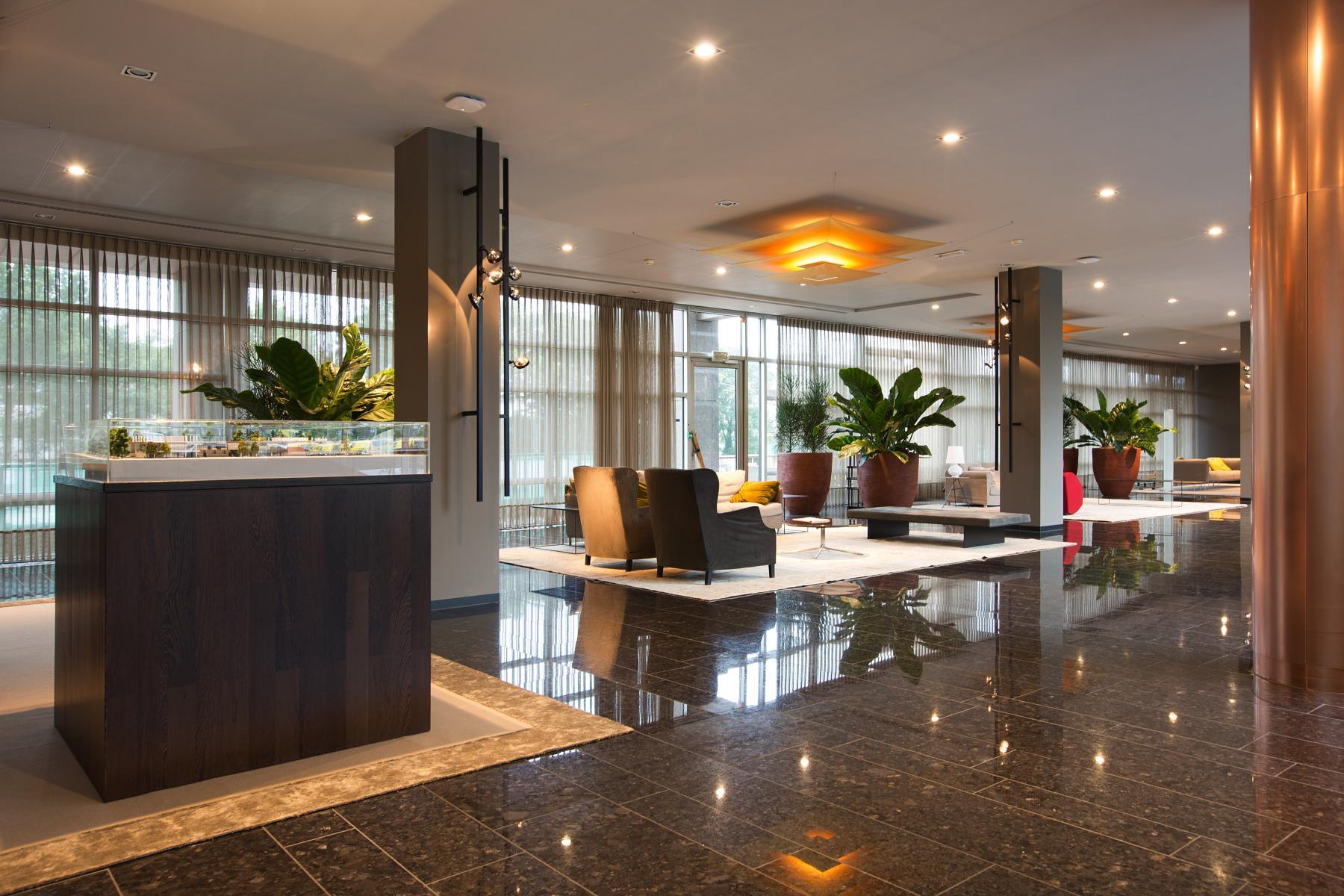 gemeenschappelijke ruimte kantoorgebouw amsterdam strawinskylaan lounge lampen