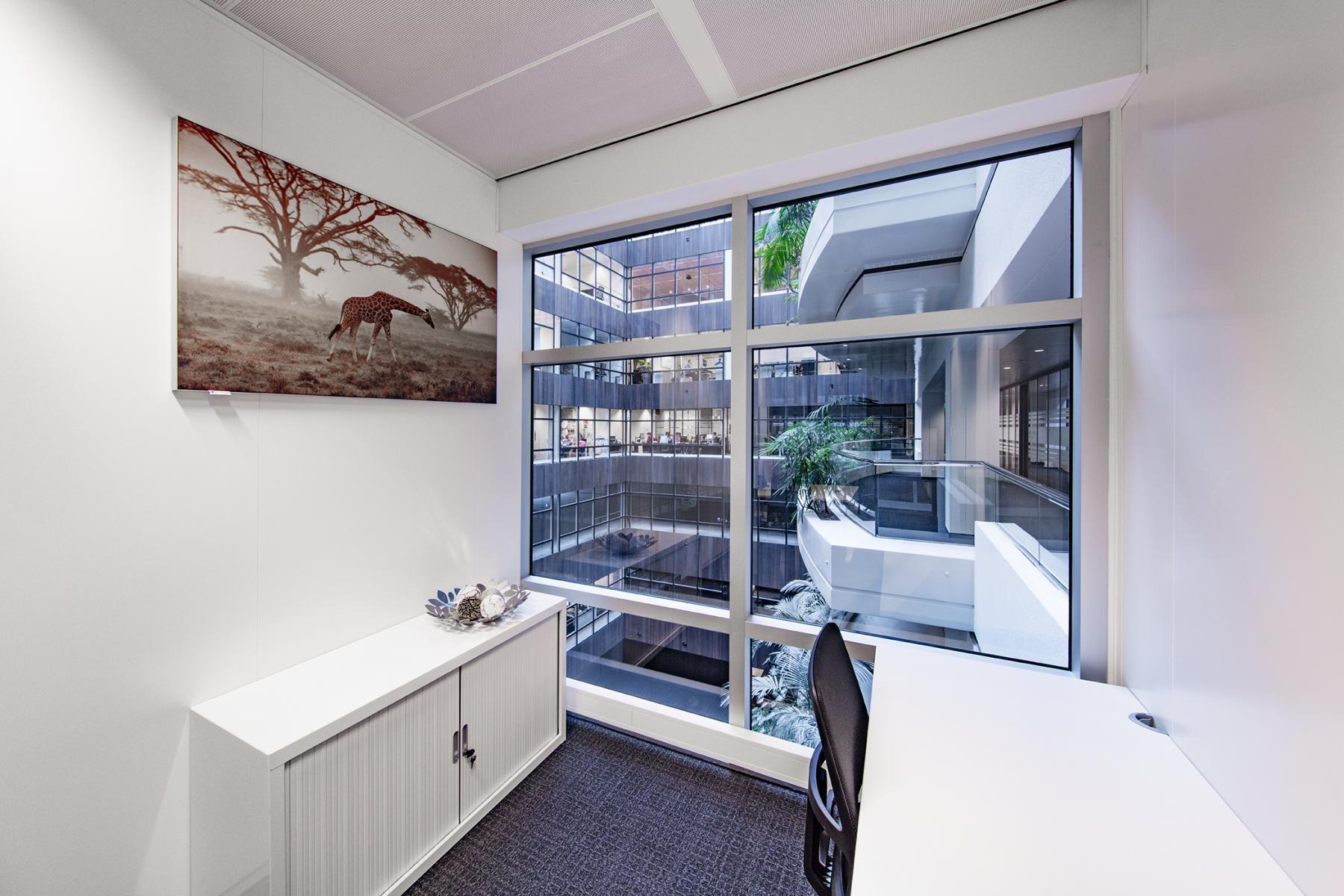 kantoorruimte werkplek raam uitzicht Amsterdam Strawinskylaan