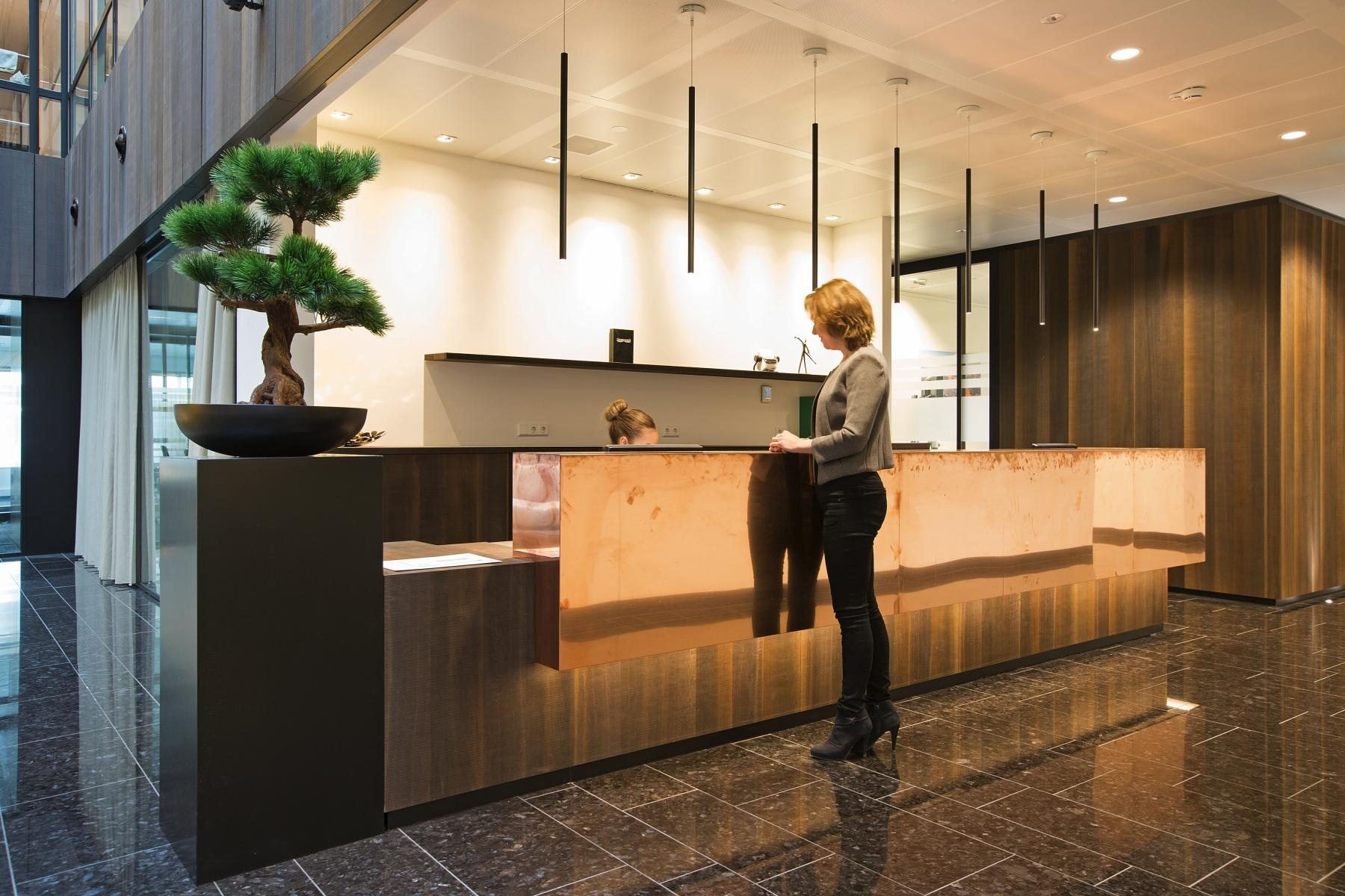 receptiebalie receptionisten planten personen huur kantoorruimte amsterdam zuid