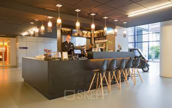 lunchruimte bar restaurant lunch barkrukken service kantoorpand kabelweg amsterdam