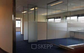 open ruimte in kantoorpand aan de Paasheuvelweg te Amsterdam