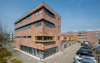 van buiten genomen foto van Amsterdams kantoorpand aan de Paasheuvelweg