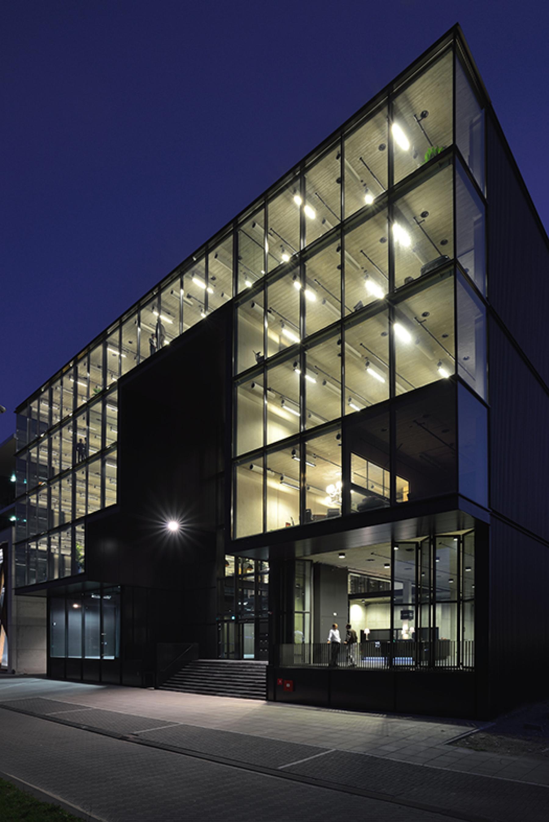 entree kantoorpand in Amsterdam aan de Archangelkade
