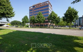 kantoorpand huren aan karspeldreef in amsterdam met parkeerruimte