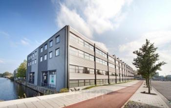 buitenkant van kantoorgebouw aan de Distelweg in Amsterdam