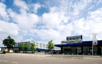 kantoorgebouw in Amsterdam gezien vanaf buiten