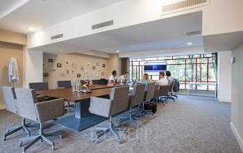 kantoor amsterdam stadion vergaderruimte gemeenschappelijke ruimte