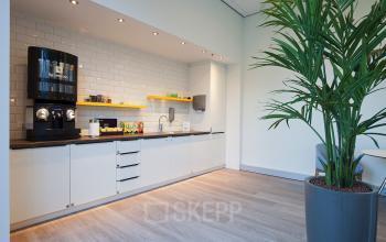 pantry keuken kantoorpand kantoorgebouw Amsterdam Zuidas