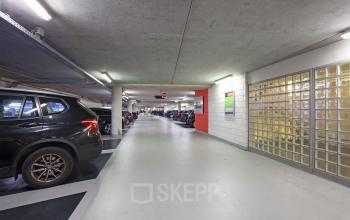 parkeergarage parkeerruimte parkeerplaats kantoorpand kantoorgebouw Amsterdam