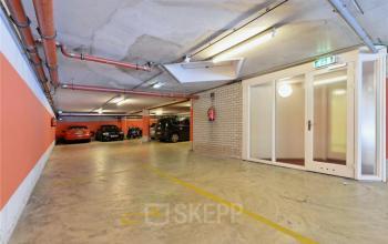 parkeerterrein auto's onder kantoorgebouw amsterdam centrum prinsengracht kantoorruimte te huur