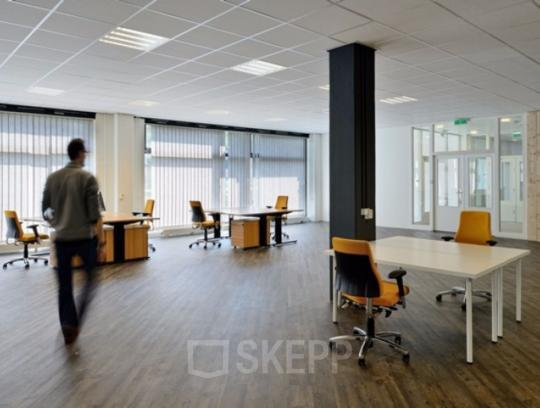 Office space for rent in Amsterdam tables and chairs