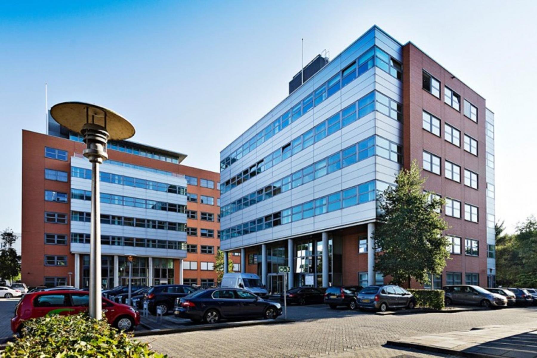 buitenkant kantoorpand Amsterdam Entrada omgeving ramen